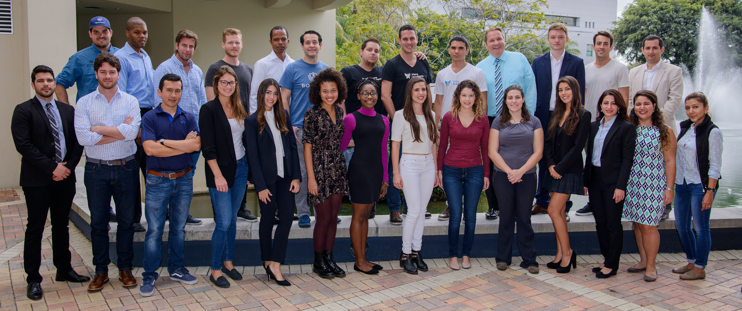 Group picture of Startup FIU Cohorts and Mentors